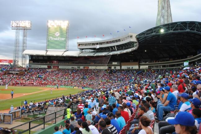 Estadio-Quisqueya-publico-2
