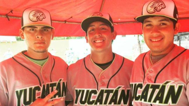 Yamil-Castillo-Centro-con-Luis-Reyes-y-Brandon-Navarro